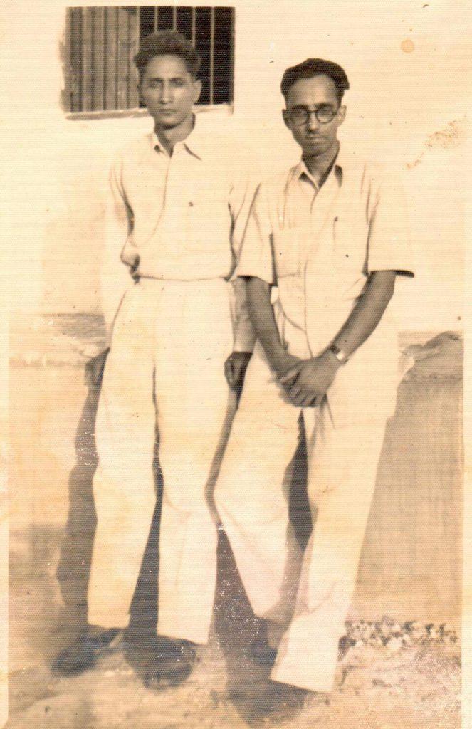 भाई कप्तान चुनीलाल शर्मा के साथ (गांधीनगर दिल्ली, 1952)