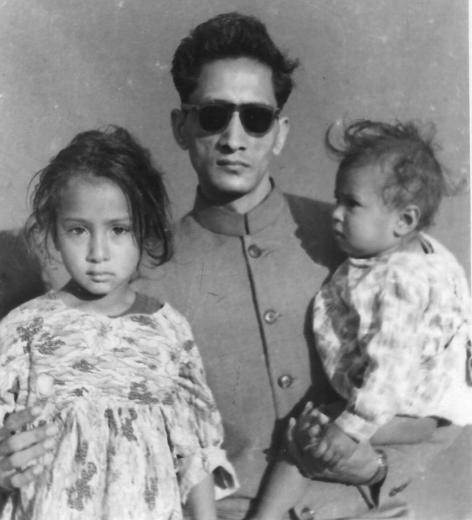 बेटियां प्रेम एवम स्वर्ण के साथ (1957)