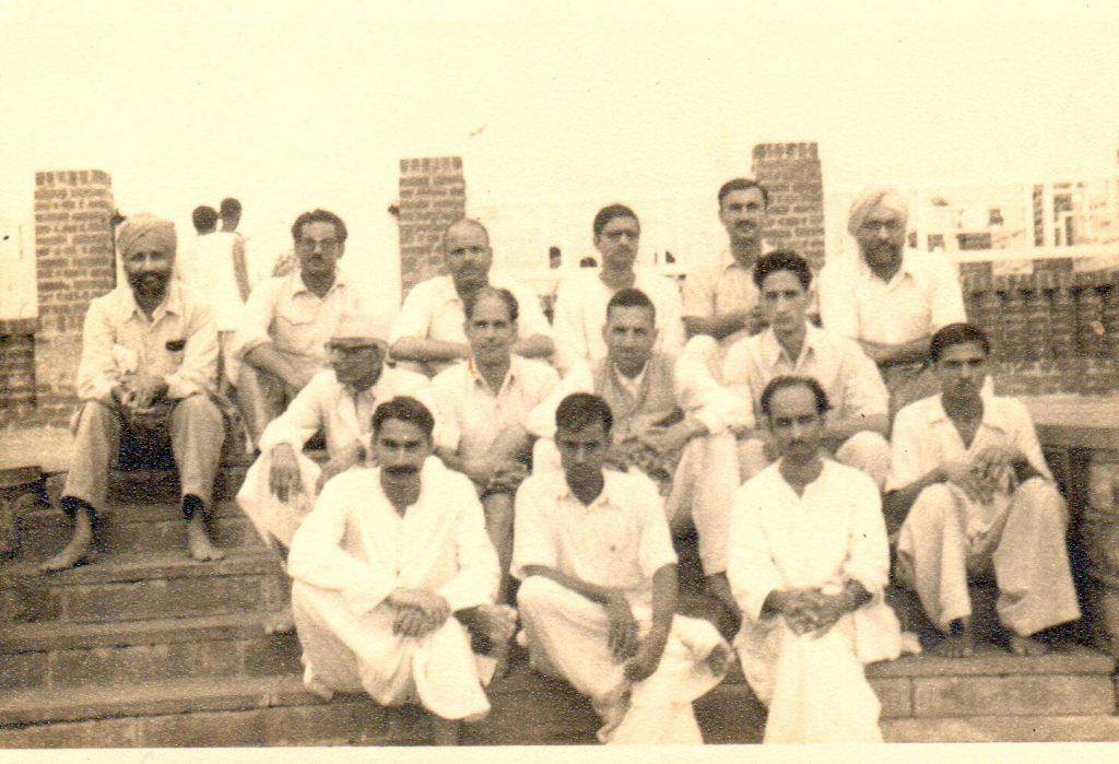 सहकर्मियों के साथ (1950)