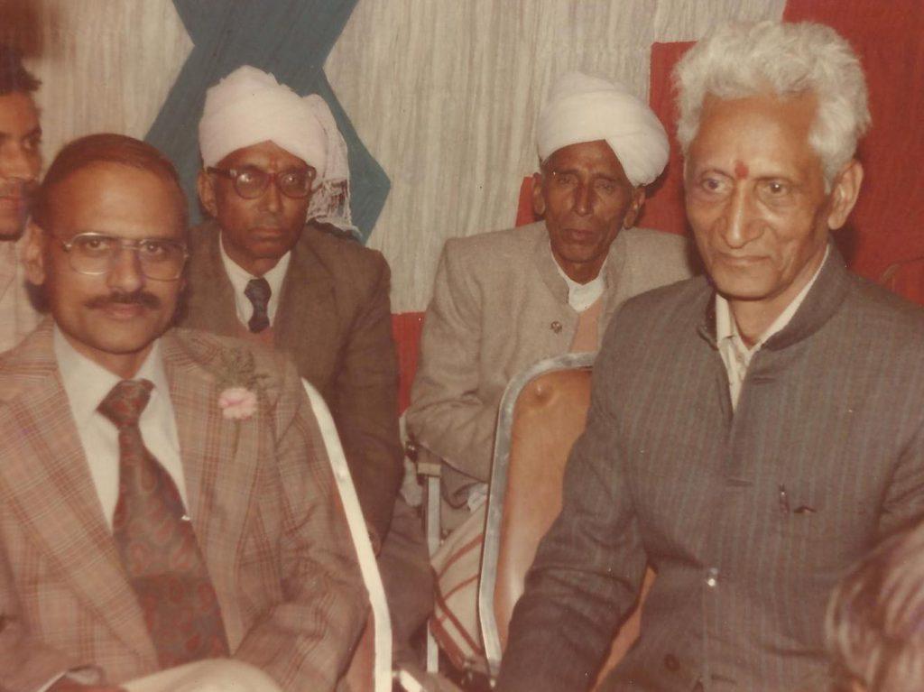 भतीजे श्री कृष्णकांत, भाई कप्तान चुनीलाल एवम साले पंडित जगतराम के साथ (1984)