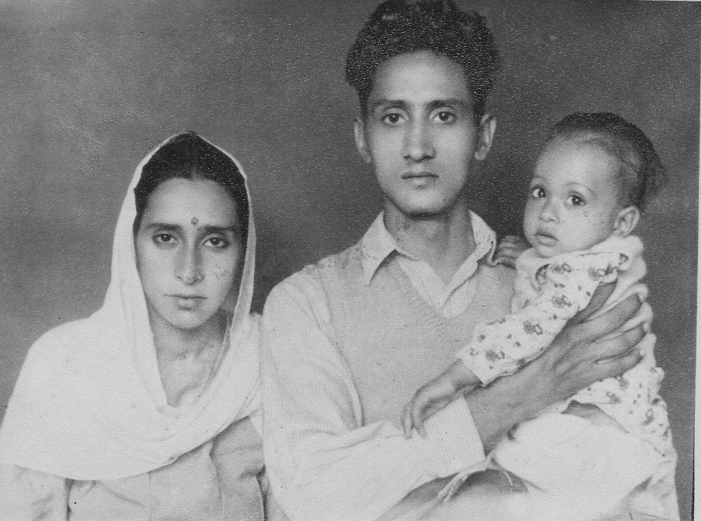 धर्मपत्नी श्रीमती लज्जावती एवं बड़ी बेटी प्रेम के साथ (गांधीनगर दिल्ली, 1953)