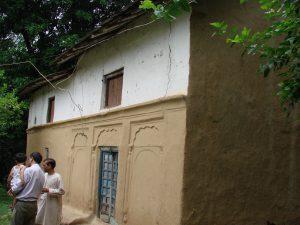 धनीरी गाँव का घर